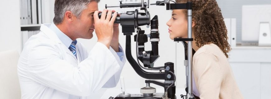 Visiting an Eye Specialist: Optometrist or Ophthalmologist?